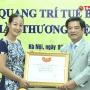 Nghệ nhân Trần Thị Hướng được trao giấy chứng nhận nghệ nhân quốc gia