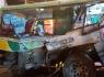 Ô tô tải đâm ngang xe buýt, 20 người nhập viện